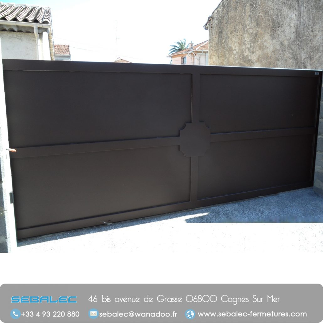 le portail en fer forg un gage d 39 l gance la fran aise. Black Bedroom Furniture Sets. Home Design Ideas